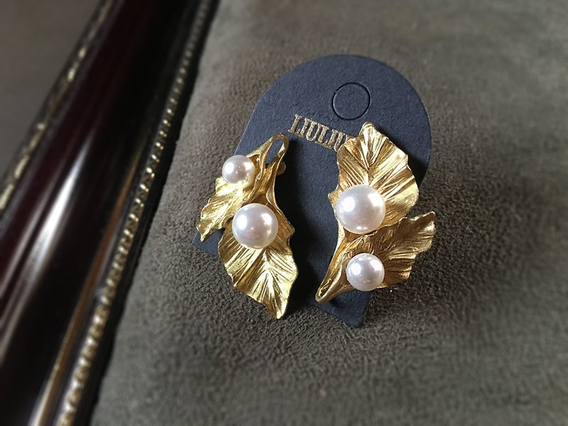 眸Lady Lady Leaf Pearl Brass Ear Earrings Swarovski Pearl Series