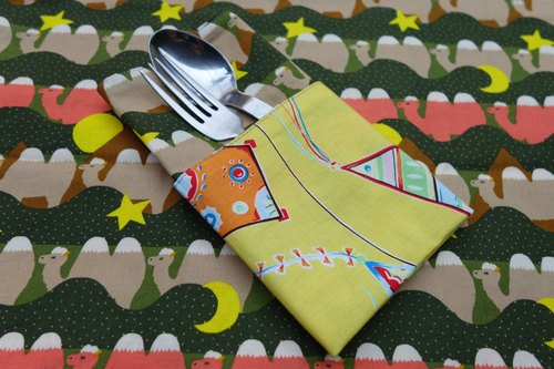 Desert camel X yellow kite Camels in desert X Kites in yellow sky placemats <one pair / 1 pair>