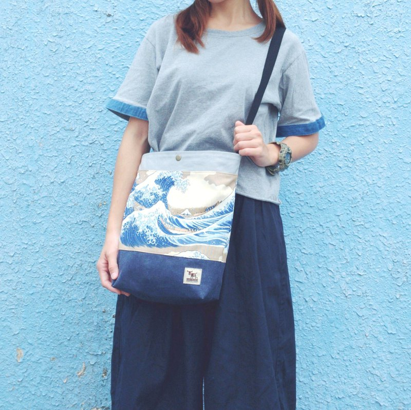 Maverick Village Travel Canvas Bag A4 Bag Crossbody Bag [Ukiyo-Mt. Fuji]