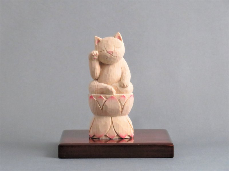 Wood carving cat.Beckoning cat sitting on a lotas. 001521