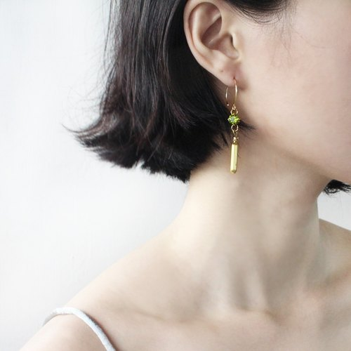 half's half- ears (green zircon) - zircon / brass / earrings / green / Ear