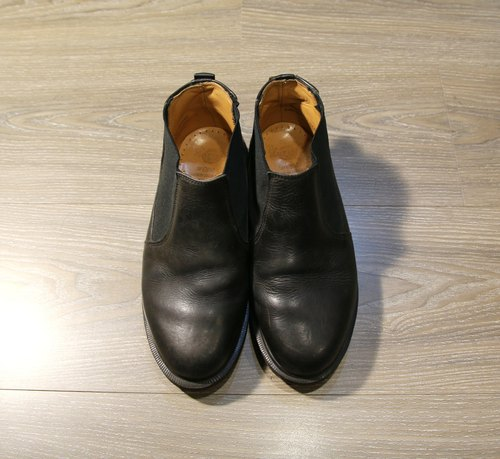 Back to Green :: Dr.Martens Black (Chelsea Boots) vintage shoes