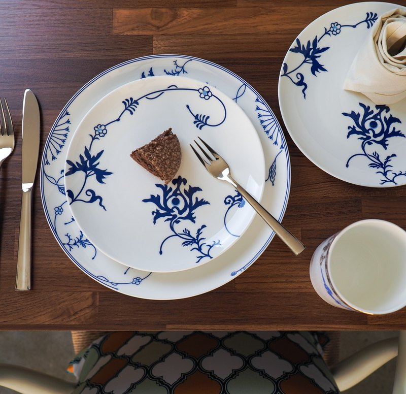 "Blue and white porcelain plate 8""X8""+10""X10"" (8+10"" blue and white bone china )"