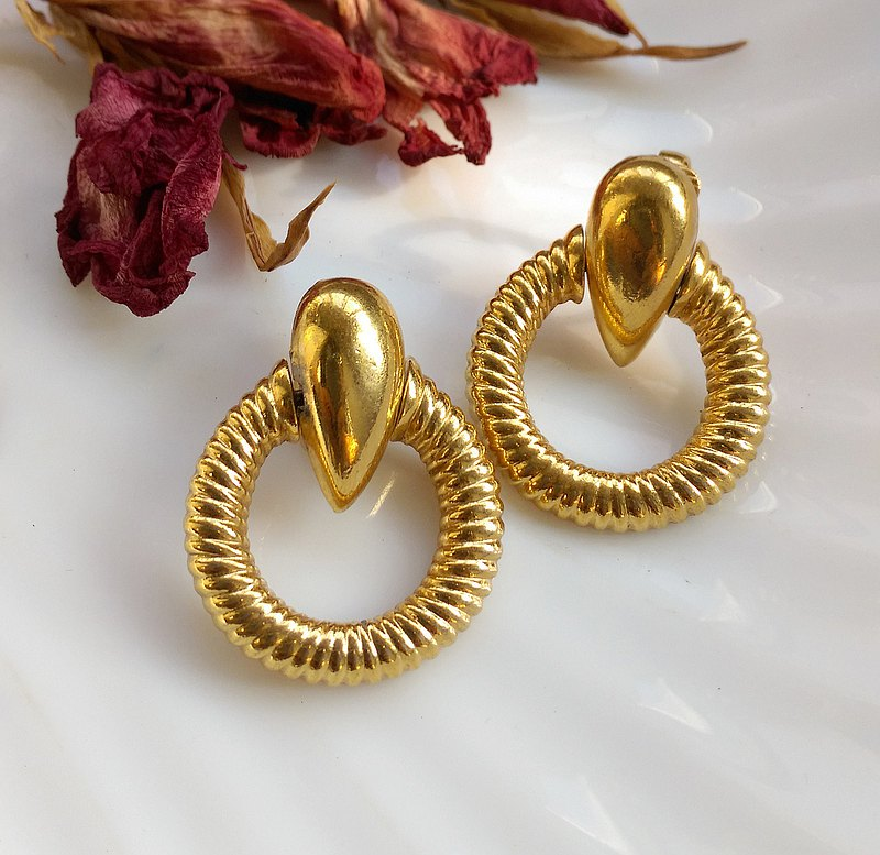 Western antique ornaments. AVON classic gold ring clip earrings
