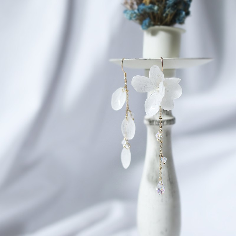 Hydrangea and Swarovski Crystal Asymmetrical Earrings (White) Dry Flower Earrings