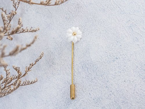 Daisy ~ white porcelain flower brooch pin ~ size Mini