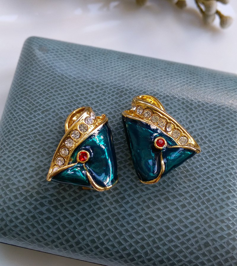 [Western antique jewelry / old age] Aladdin clip-on earrings