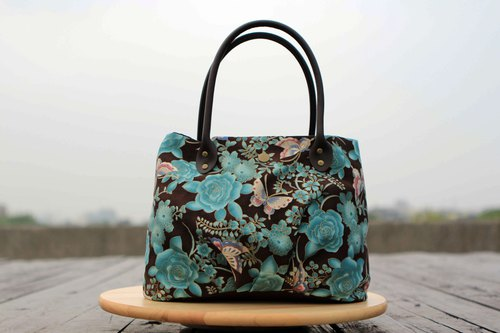A Handmade Candy Bag - Brown Handle Bronzing Blue Rose Butterfly