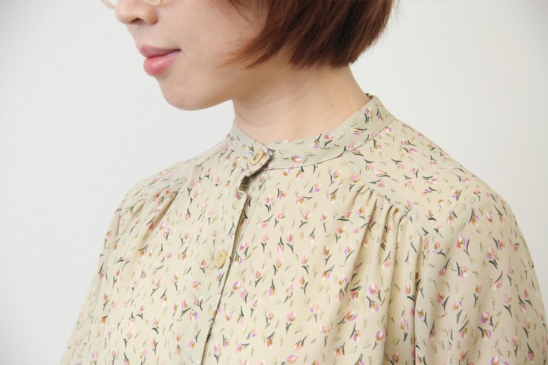 …{DOTTORI :: DRESS}Beige Floral Dress with Banded Collar