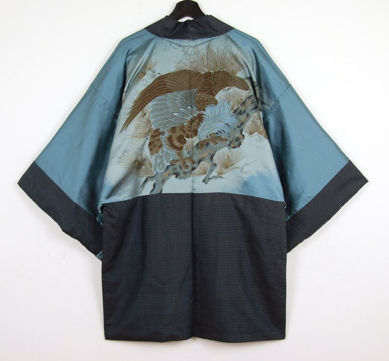 Back to Green Japan brought back a male knit hand-painted pine eagle vintage kimono