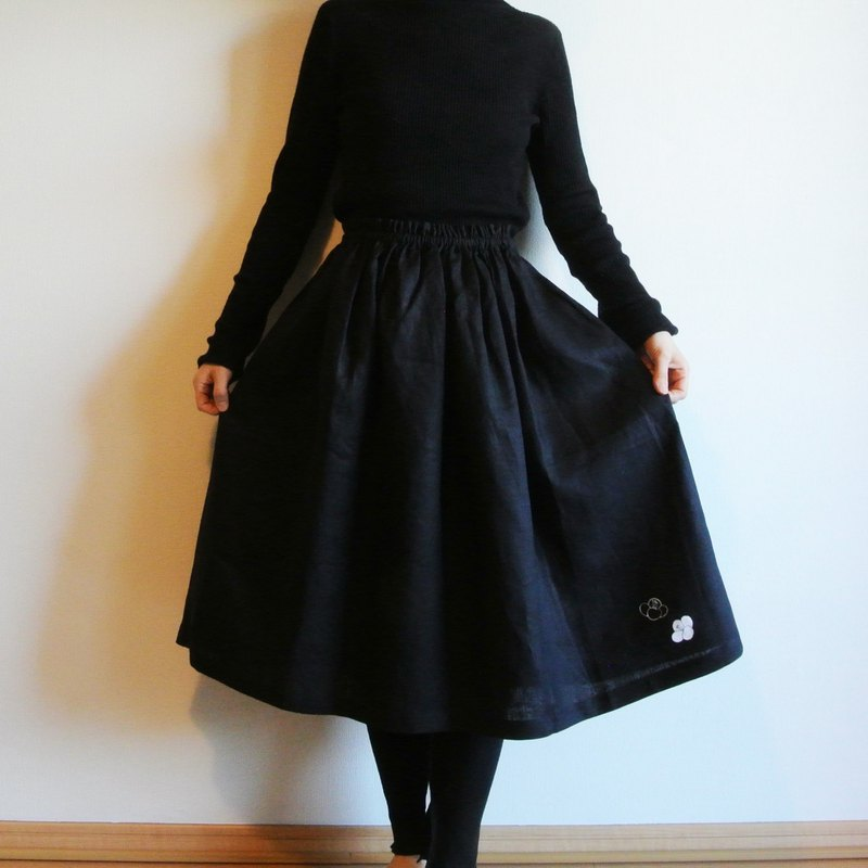 Linen · gathers skirt black · white leaves
