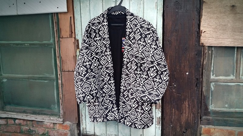 AMIN'S SHINY WORLD handmade custom KIMONO Mayan geometric black and white national totem smock coat