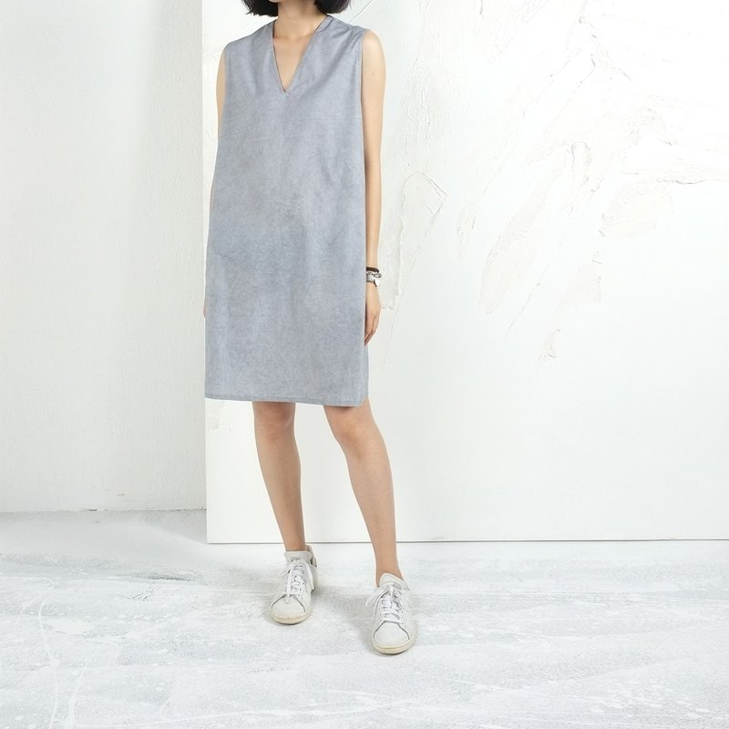 Gao fruit / GAOGUO original designer brand new women's minimalist gray sleeveless V-neck dress box