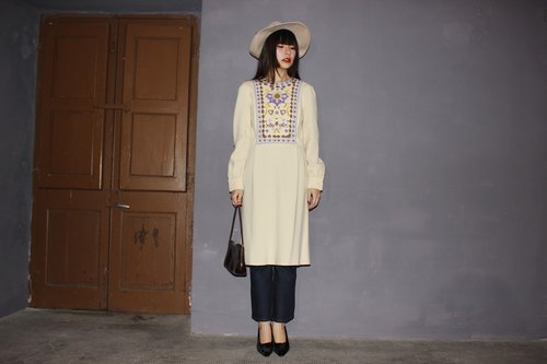 [Vintage dress] (Made in Italy) Cream white knit embroidery pattern Strap waistband Vintage long-sleeved dress (Christmas gift Christmas exchange gifts) F3107