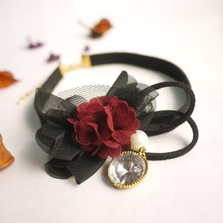 Elegant Gothic rose necklace. Panna Cotta