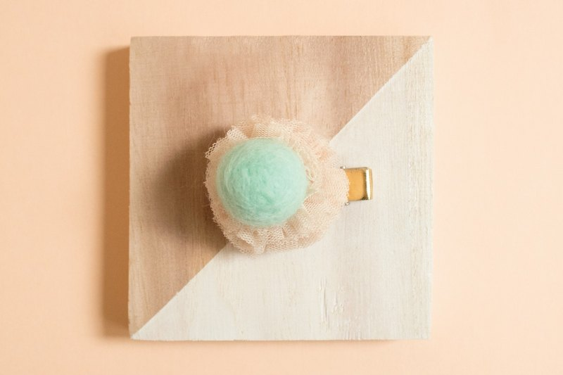 Hair clip felt ball ball Hair Clip Sweet hair clip child headwear children hair clip