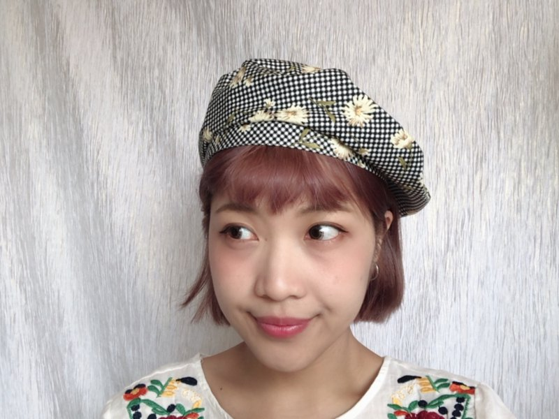 Small flower feels beret