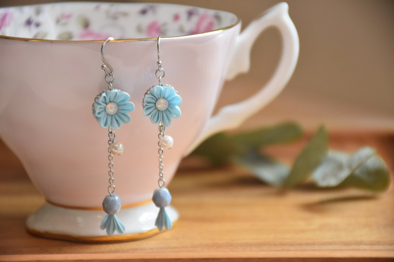 Fresh pink blue custom silk flower earrings / つまみ ピアス