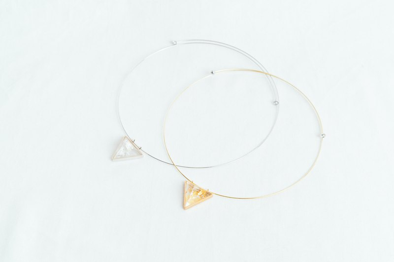 triangle choker silver leaf