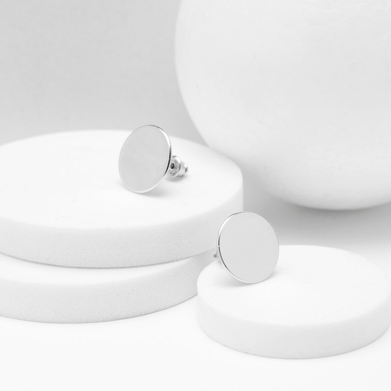 Flat round earrings
