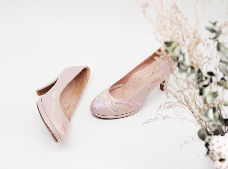 [With children and old] embroidery high-heeled handmade wedding shoes (pearl powder)