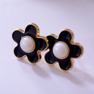Coco black flower pin earrings