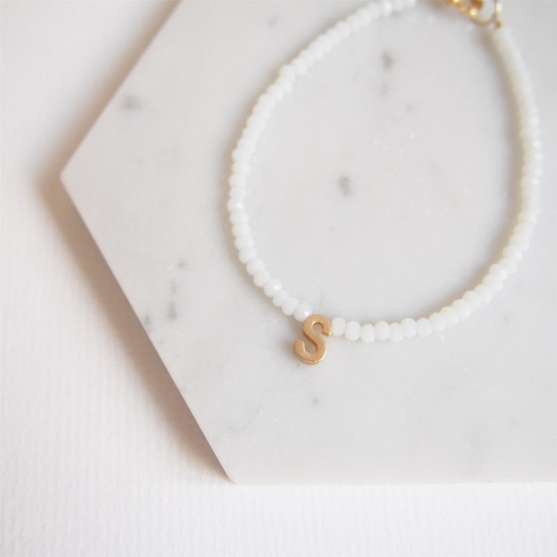 Gold-plated alphabet · Czech cut face · bracelet · friend custom gift (pure white)