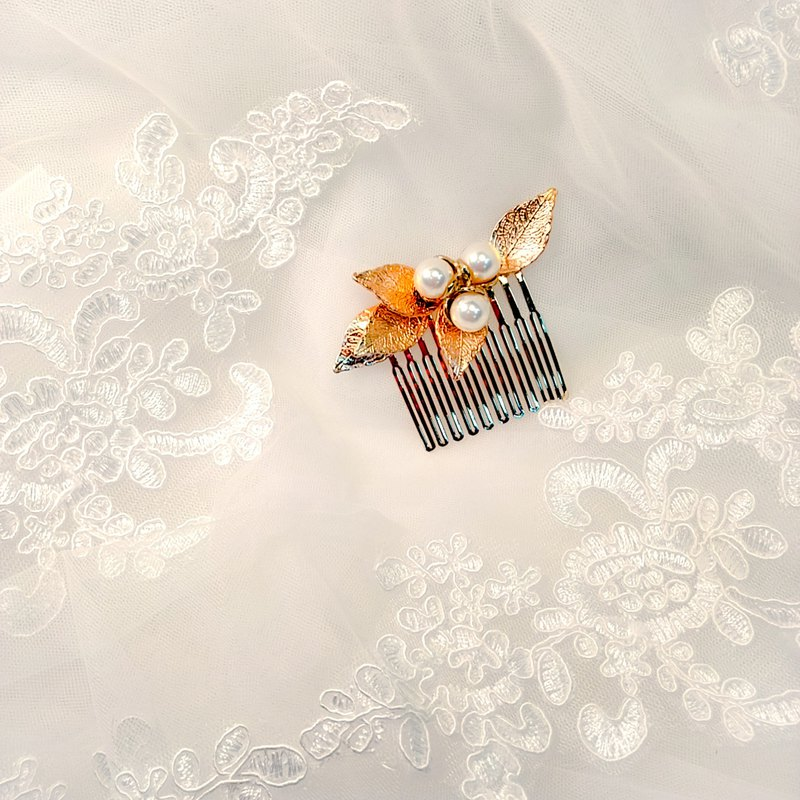 Wearing a happy pearl harbor series - bridal hair comb. French comb. Self-service wedding - meet