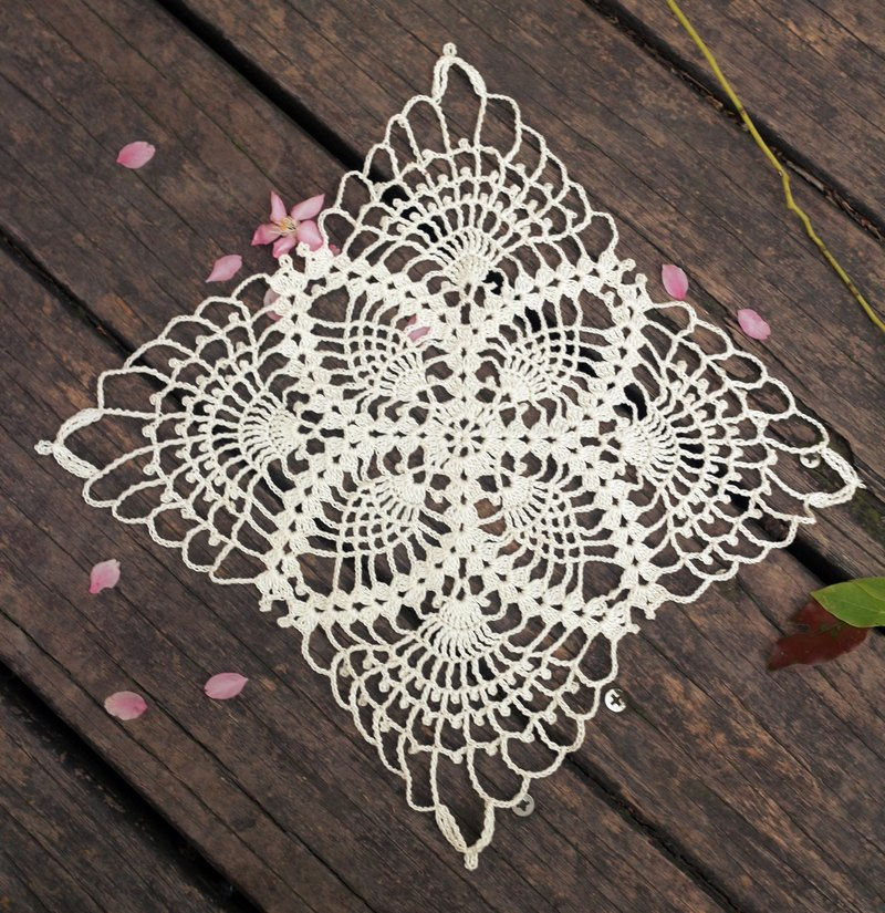 Hand made - Ivory lace pad corners