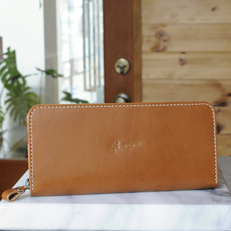Round zipper wallet with excellent storability No.15 Buttero