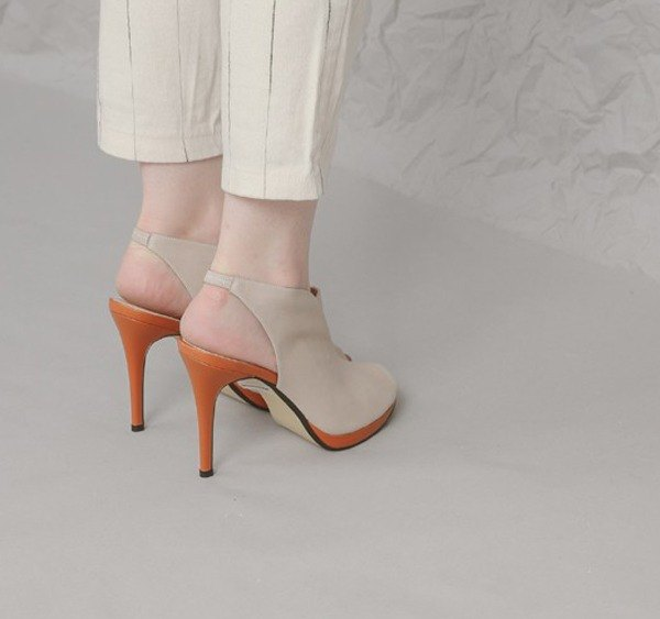 Boots-like digging small V-fork tip fine high-heeled toe leather sandals apricot