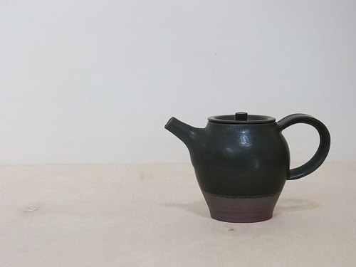 Black mat pot over ①