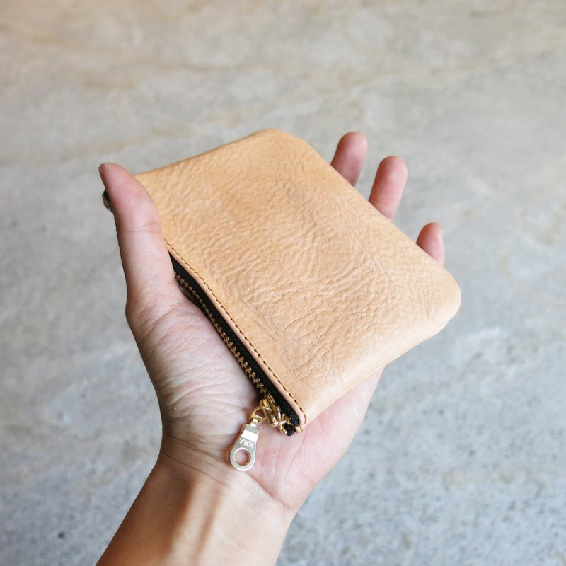Thin Leather Card Holder-Primary color vegetable tanned cow leather change, cards are loaded in [LBT Pro]