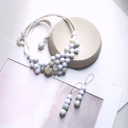 Bubble set: beaded necklace and earrings in white marble pattern customize