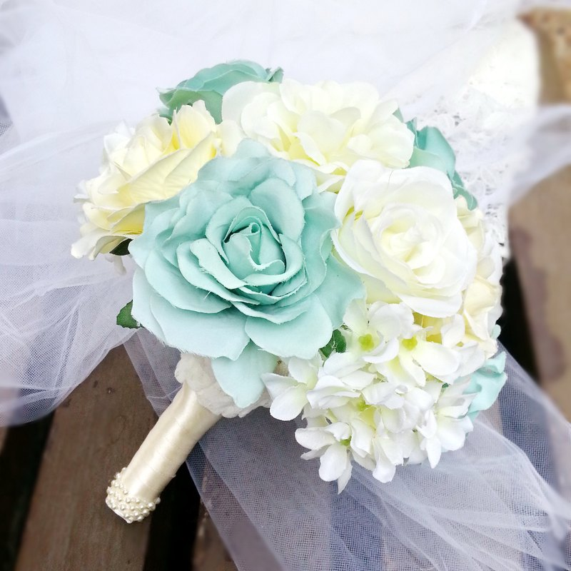 Wedding flower bouquet, bridal bouquet, Champagne rose bouquet B013