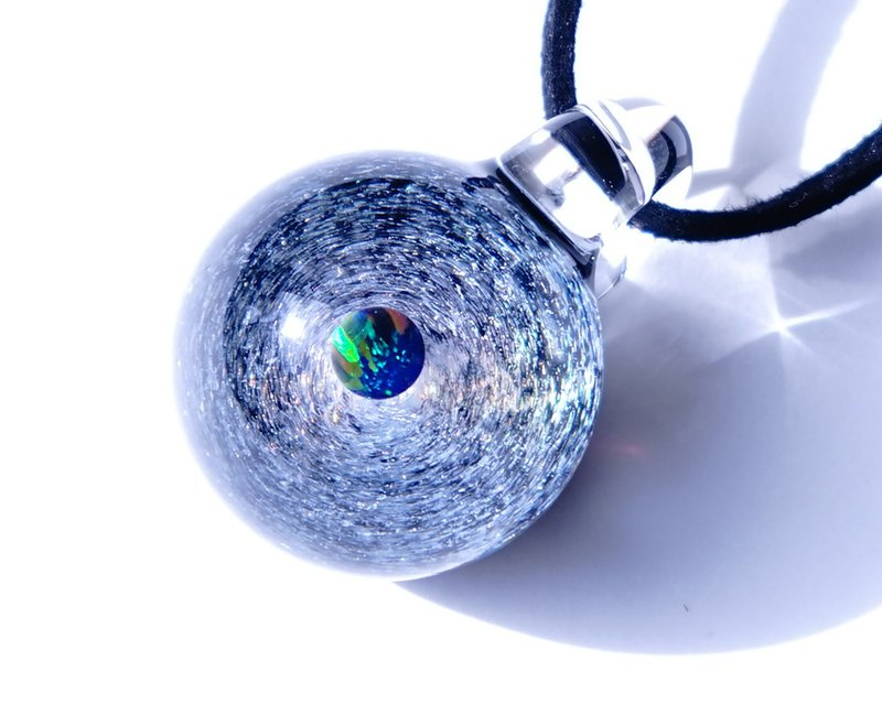 The world of gold glass and the universe. Dai glass glass pendant with green opal universe 【free shipping】