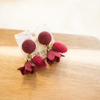 Shenlou [deep red flower skirt x red mulberry fruit] fruit earrings | autumn new