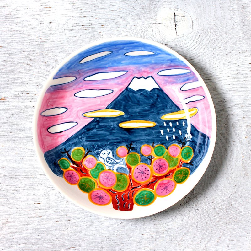 Flower bloom plum flowers and Mt. Fuji · a deep dish