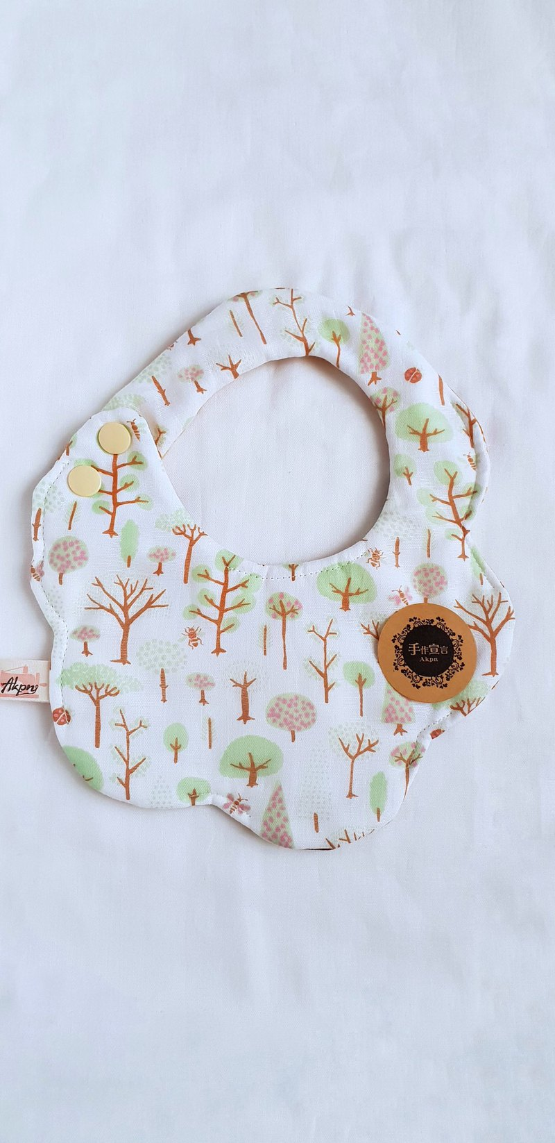 Forest tree - light green - eight layers of yarn 100% cotton double-sided random arc shape bib. Saliva towel