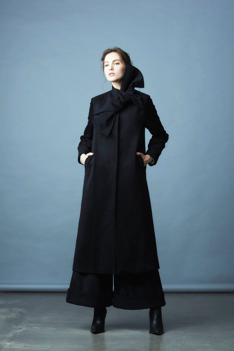 Black bow long coat