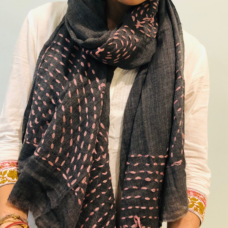Lightweight hand-embroidered stitch design Pashmina top cashmere scarf - pink circle