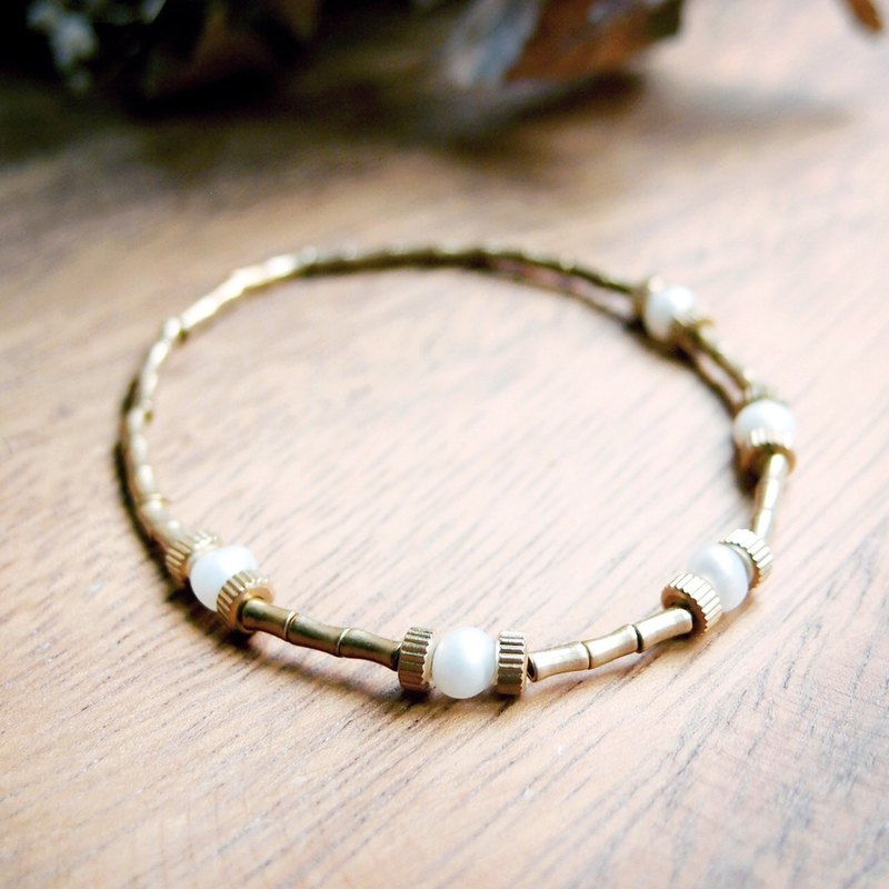 ♦ ViiArt ♦ planet - Pearl White ♦ brass pearl bracelet