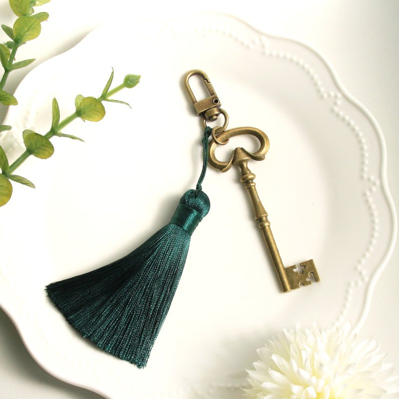 Dark green tassel retro key large charm