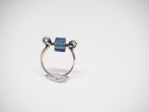 """Ping Design"" minimalist blue lucky stone Wenqing silver hand ring"