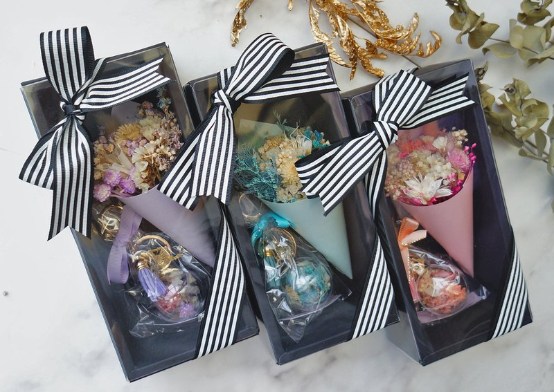 Amor Floral- Gift Box Set: Dry Bouquet + Bubble Ball Dry Flower Key Ring / Wedding Small Object