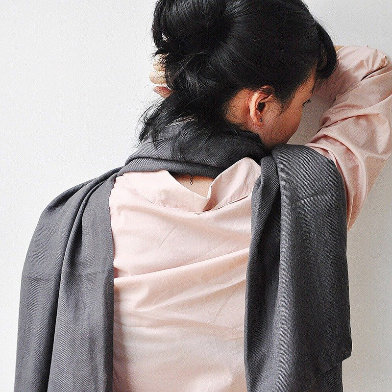 [years old] grass wood dyed pure wool scarf - dark gray