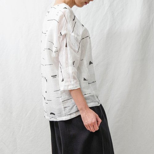 Art hand-painted. White cotton and linen tops. Spring and Summer | Ysanne