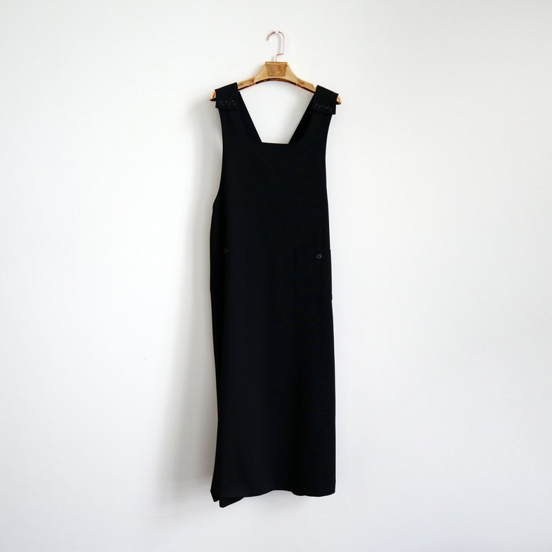 Pumpkin Vintage. Ancient minimalist black-breasted sling dress