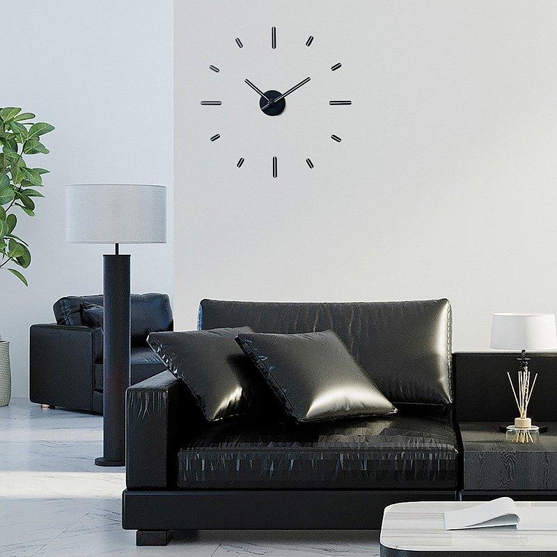 牆上的時鐘不鑽V2牆上的發光塗料,去掉膠水並安裝56厘米(根據圖案)。