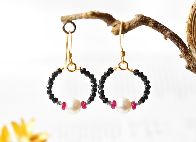 Natural Black Spinel 14kgf Mysterious Earrings-Natural Pearl